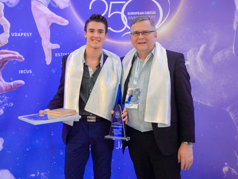 Kevin a Budapesti Cirkuszfesztiválon nyert díjjal