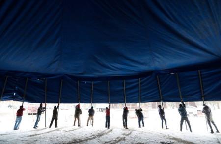 Épül a cirkuszi sátor